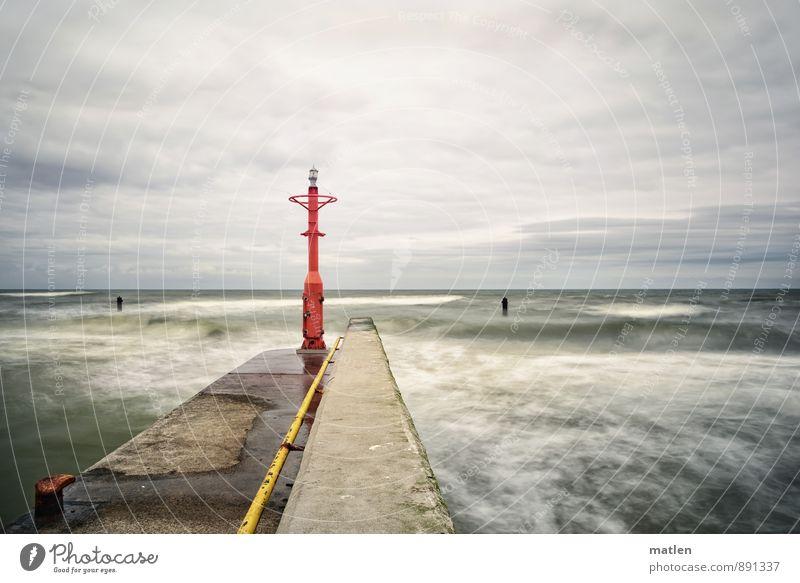 rough Natur Wasser Himmel Wolken Horizont Frühling Wetter schlechtes Wetter Wellen Küste Ostsee Leuchtturm gelb grau grün rot Seezeichen Mole Anlegestelle