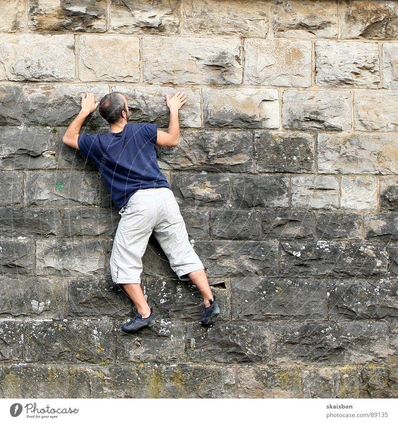 klettern Mann Erwachsene Wand Spielen Berge u. Gebirge Freiheit Wege & Pfade Mauer Beine Feste & Feiern Kraft Freizeit & Hobby Arme gefährlich Elektrizität