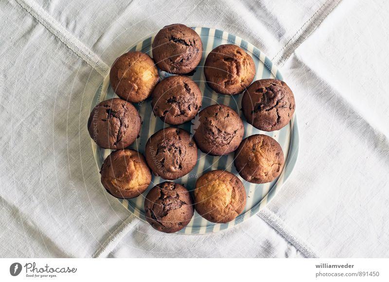 Muffins auf einem Teller von oben weiß gelb Feste & Feiern braun Zufriedenheit gold Geburtstag Ernährung süß Ostern Süßwaren Gelassenheit lecker Duft harmonisch