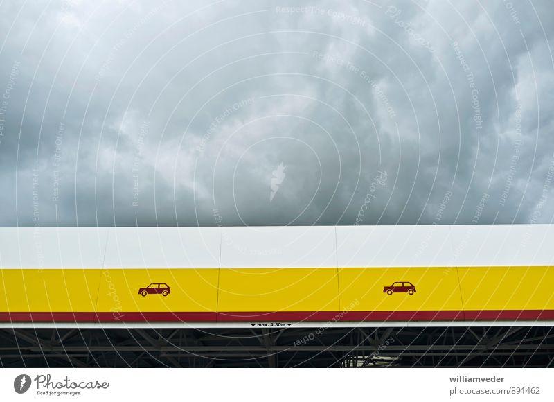 Vordach in gelb, rot und weiß mit Wolkenhimmel Himmel Architektur Gebäude grau PKW Dach Bauwerk horizontal Gewitterwolken Tankstelle tanken Goldener Schnitt