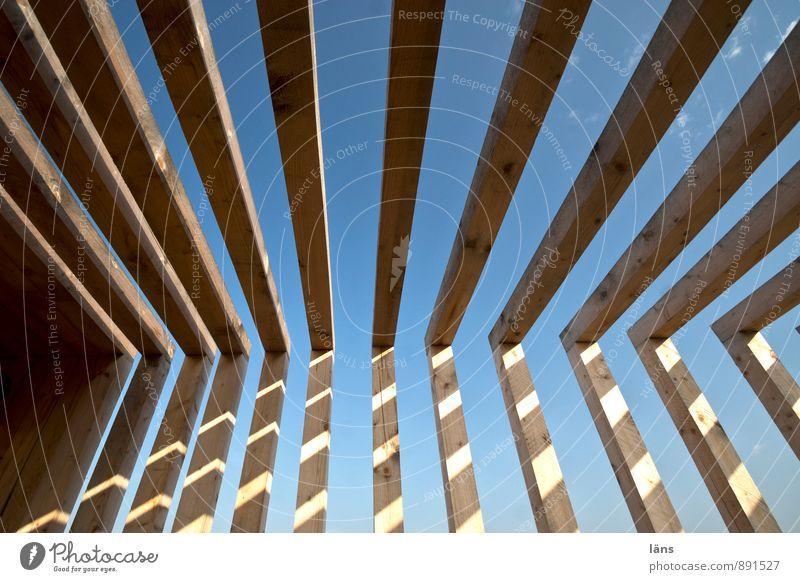 Lückenschluss Hausbau Zimmerer Holz Linie bauen stehen außergewöhnlich eckig planen Trennung Zusammenhalt Balken Bauwerk Ecke Holzbauweise Außenaufnahme