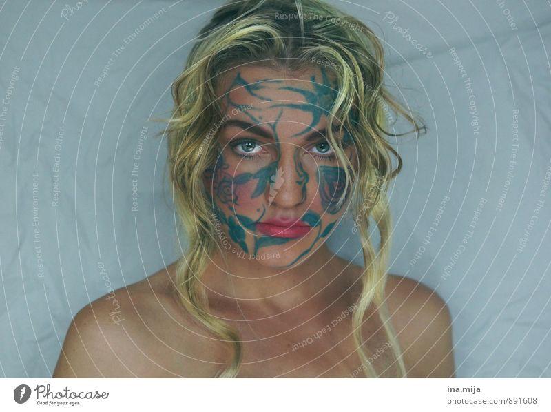 junge blonde Frau mit Gesichtsbemalung feminin Junge Frau Jugendliche Erwachsene 1 Mensch 18-30 Jahre 30-45 Jahre Tattoo ästhetisch authentisch fantastisch