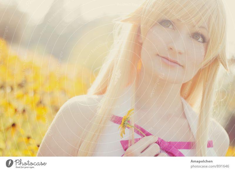::14-36:: Kind Natur Jugendliche Pflanze schön Sommer Sonne Junge Frau Blume Freude Mädchen 18-30 Jahre Ferne Erwachsene Wiese feminin