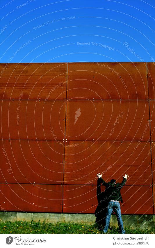 STÜTZE Himmel grün blau Wand Gras Metall Industrie Rost Schönes Wetter Krimineller Bunker abstützen