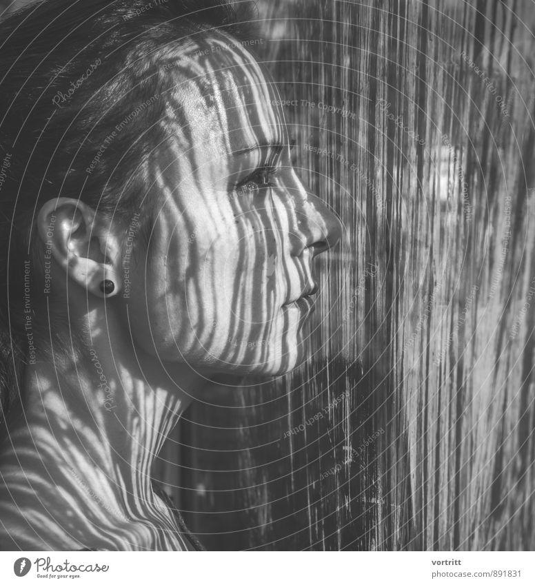 Kodiert Mensch feminin Frau Erwachsene 1 30-45 Jahre schwarz ästhetisch durchscheinend Glasfassade Schattenspiel Gesichtsausdruck Streifen Barcode tätowiert