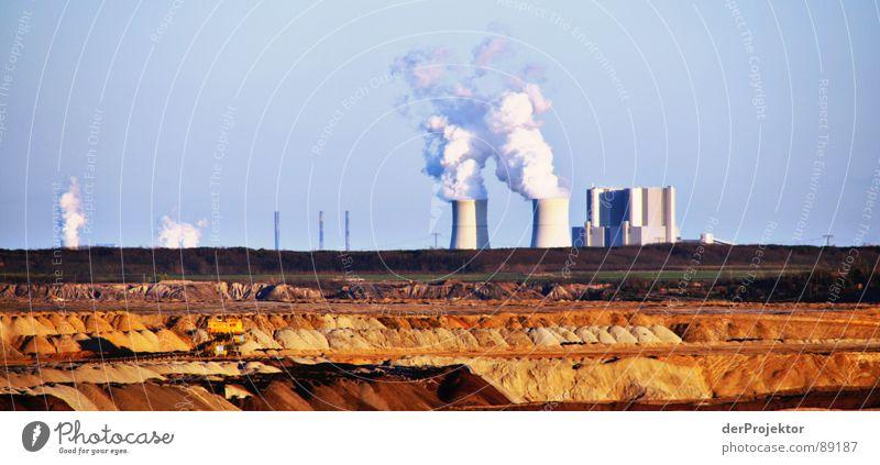 Schwarze Pumpe Himmel weiß blau Sand braun Erde Industrie Kohle Zerstörung Umweltverschmutzung Stromkraftwerke Bergbau Braunkohle Kohlekraftwerk Mondlandschaft