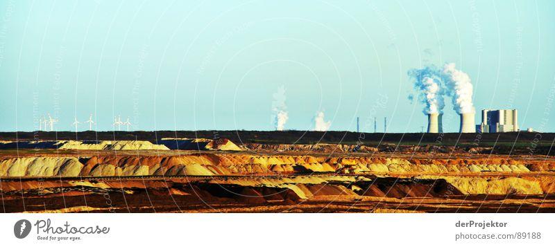 Schwarze Pumpe vs. Windkraft Himmel weiß blau Sand braun Erde Industrie Zukunft Windkraftanlage kämpfen Zerstörung Umweltverschmutzung Kohle Stromkraftwerke Bergbau Braunkohle