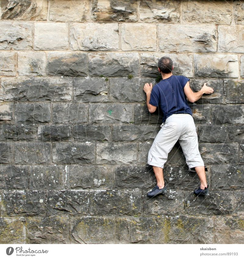 konzentration Freizeit & Hobby Spielen Freiheit Berge u. Gebirge Feste & Feiern Klettern Bergsteigen Mann Erwachsene Arme Beine Mauer Wand Wege & Pfade fangen