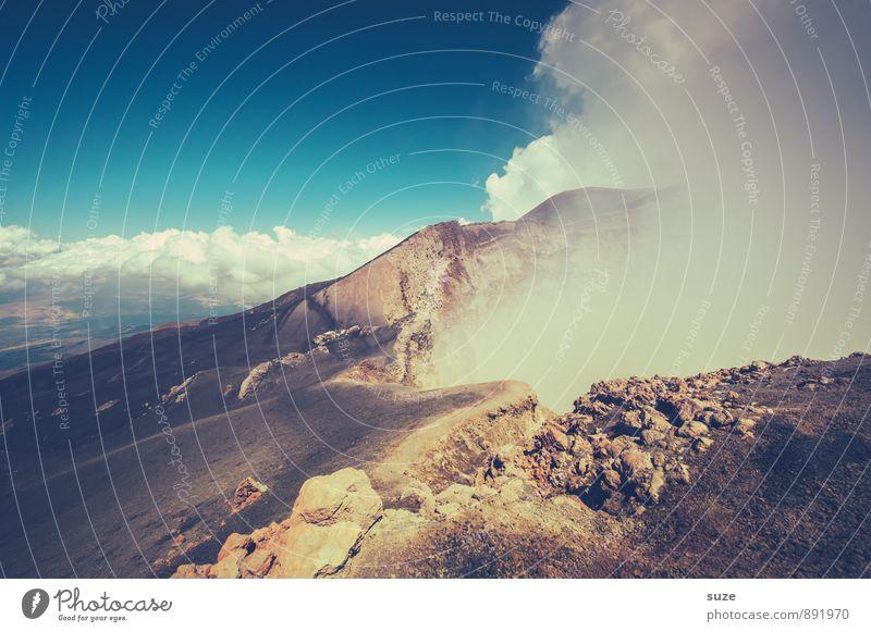 Hölle auf Erden Ferien & Urlaub & Reisen Abenteuer Expedition Berge u. Gebirge wandern Umwelt Natur Urelemente Himmel Wolken Felsen Gipfel Vulkan Rauch hoch