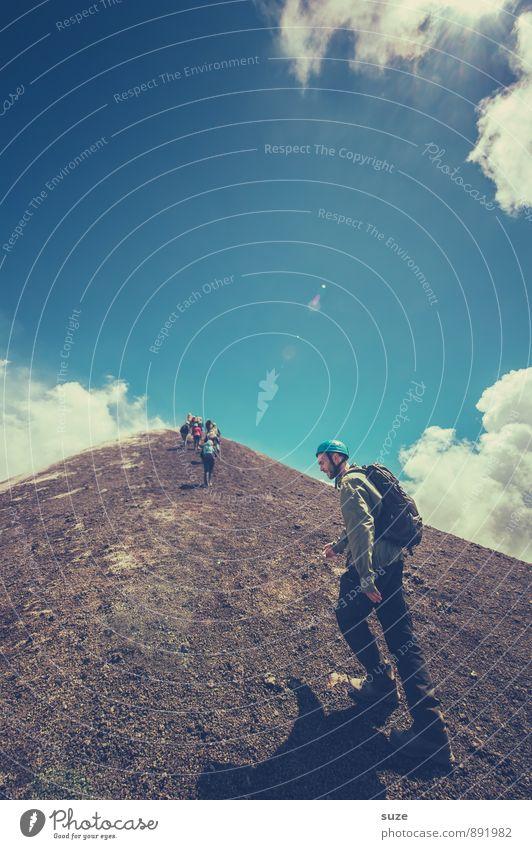 Auf ca. 3.300 m ü.d.M. Mensch Himmel Ferien & Urlaub & Reisen Jugendliche Mann Wolken 18-30 Jahre Junger Mann Umwelt Erwachsene Berge u. Gebirge maskulin