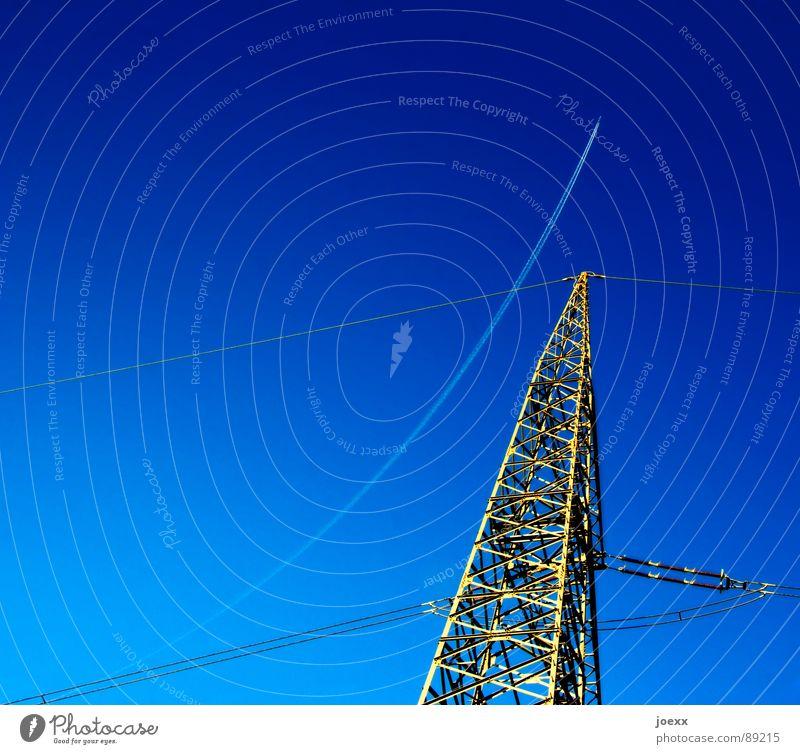 Neue Wege Himmel Natur blau Umwelt Energiewirtschaft Luftverkehr Schönes Wetter Elektrizität Flugzeug Streifen Industrie Stahl Strommast Kurve Umweltschutz Leitung