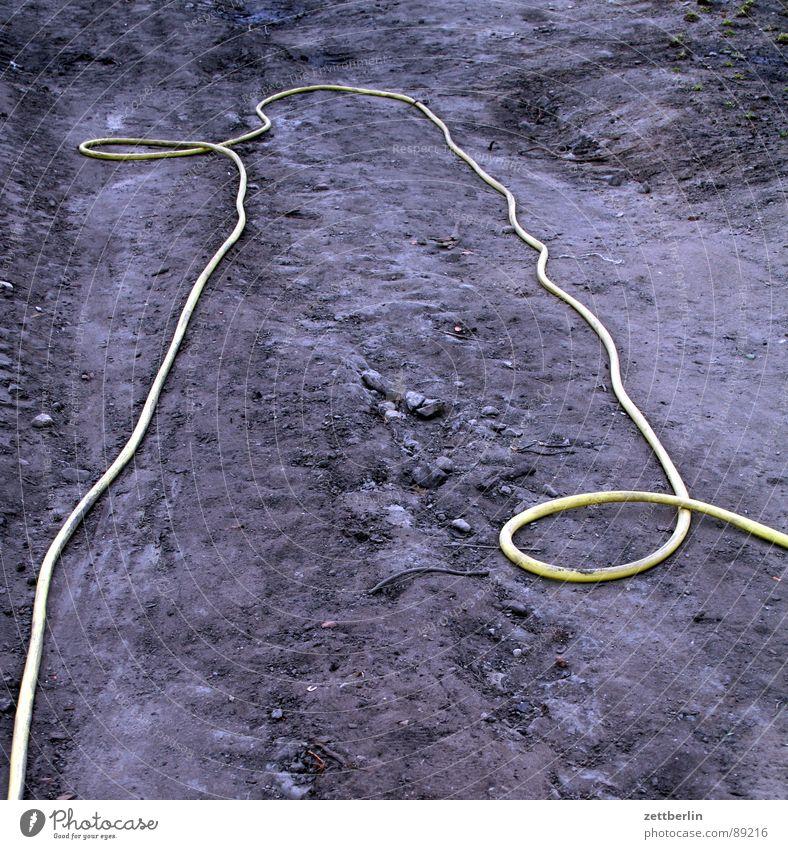 Schlauch Wasser gelb Garten Sand Erde Trauer Güterverkehr & Logistik Baustelle Landwirtschaft Mond Verzweiflung Leitung Knoten Bogen Mars
