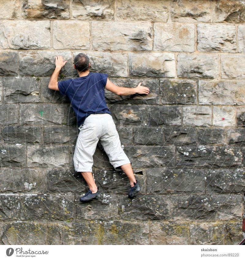 kondition Freizeit & Hobby Spielen Freiheit Berge u. Gebirge Feste & Feiern Klettern Bergsteigen Mann Erwachsene Arme Beine Mauer Wand Wege & Pfade fangen