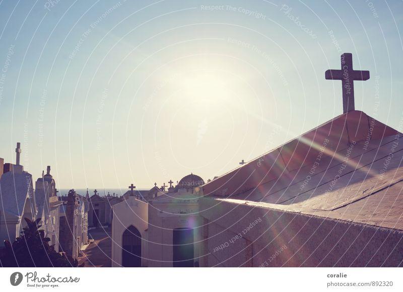 ruhestätte am meer alt Himmel (Jenseits) Meer Tod Religion & Glaube Horizont Kraft Unendlichkeit Hoffnung Trauer erleuchten Glaube Wolkenloser Himmel Paradies Christliches Kreuz Strahlung