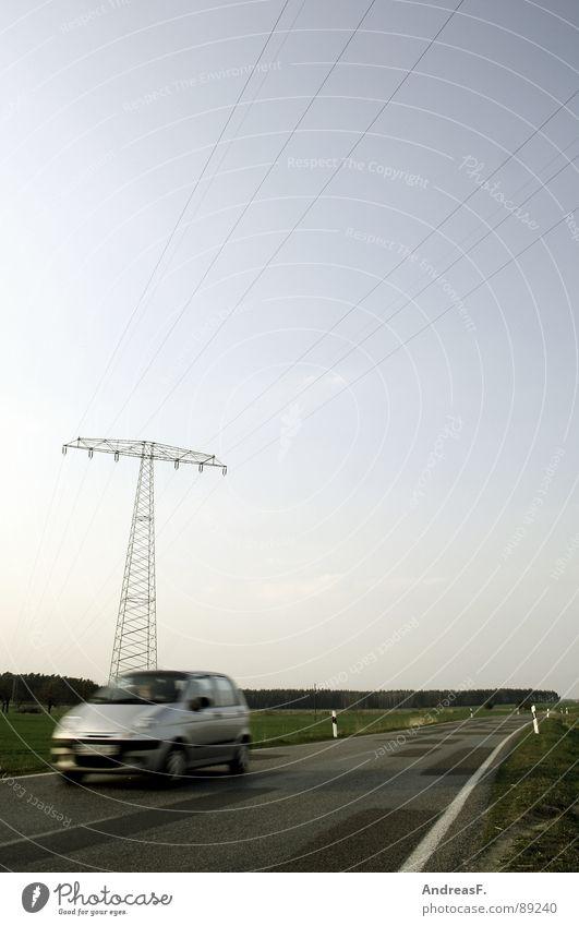 Schönwettersonntagsausflug Straße PKW Verkehr Geschwindigkeit Ausflug Energiewirtschaft fahren Schönes Wetter Strommast Hochspannungsleitung Sonntag Benzin