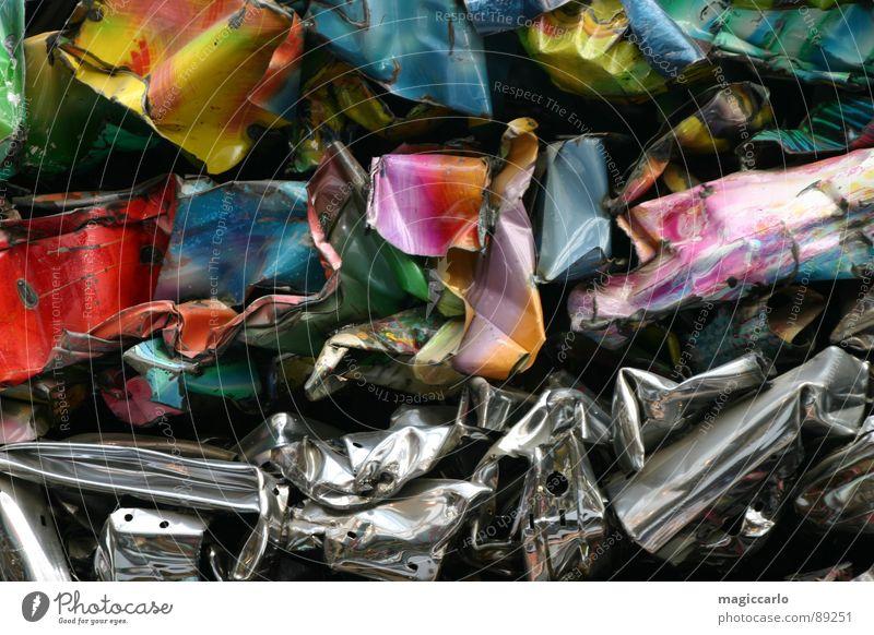 Recycling Müll PKW Graffiti Metall Eisen Printmedien Blech Schrott Schrottplatz Wandmalereien Blechschaden