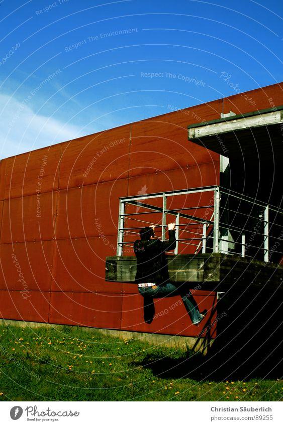 HANGER Himmel grün blau Wand Gras Metall Industrie Klettern Rost Schönes Wetter Krimineller Bunker abstützen