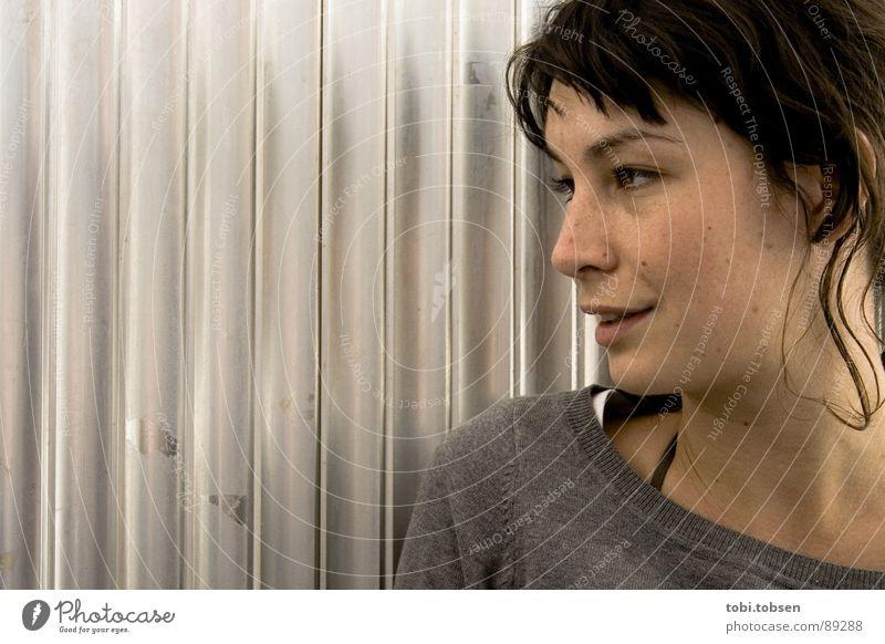 anemon #1 Frau Freude schwarz lachen grau Haare & Frisuren Haut silber Blech Aluminium Porträt
