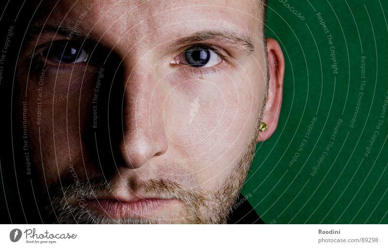 been there, done that Mann Gesicht Auge Gefühle Mund warten Haut Nase Perspektive nah Vertrauen Konzentration Bart Gesichtsausdruck Fragen Selbstportrait