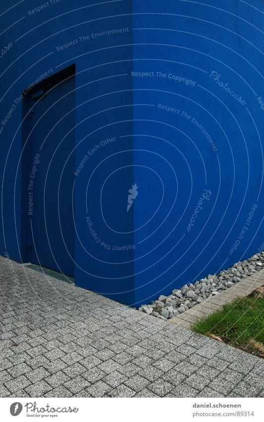 blaue Tür zyan grün Vorgarten Wand Putz abstrakt Hintergrundbild Ordnung aufräumen Am Rand Quadrat Detailaufnahme Kopfsteinpflaster Straße