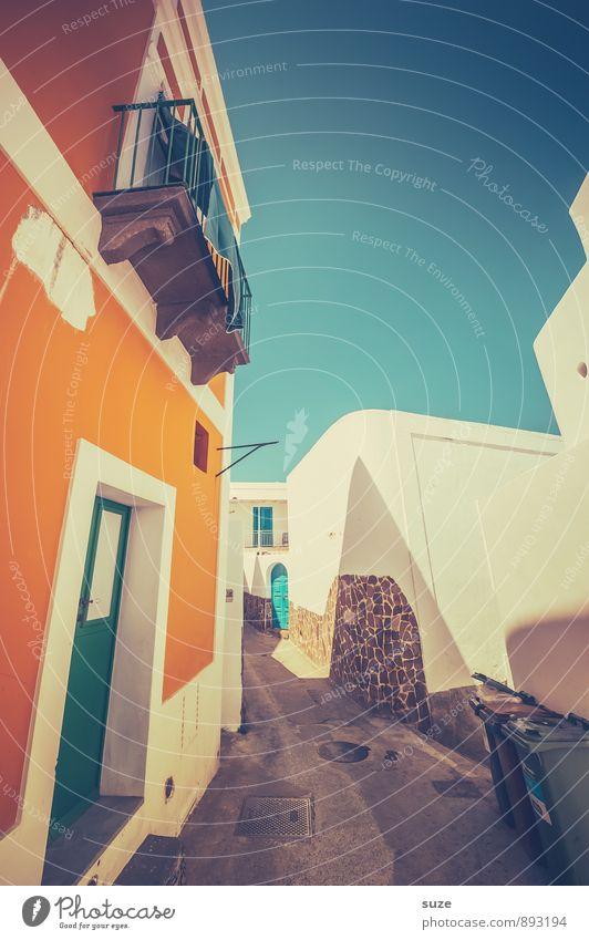 Farben der Saison Ferien & Urlaub & Reisen Haus Straße Architektur Gebäude Stil Fassade orange Idylle Tür Tourismus authentisch Fröhlichkeit Freundlichkeit