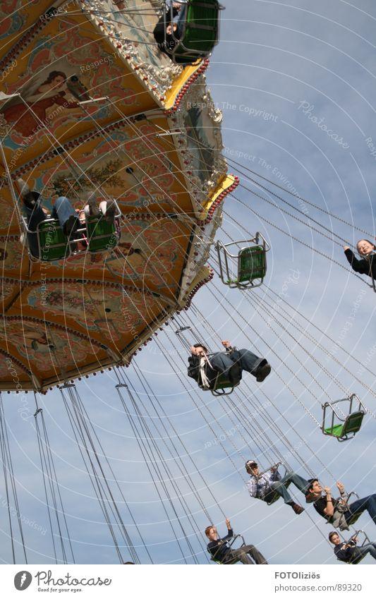 das gefühl von freiheit Himmel Freude Wolken fliegen Kreis Jahrmarkt Kette Sitzgelegenheit Schweben Karussell Aachen Kettenkarussell Zentripetalkraft Bendplatz
