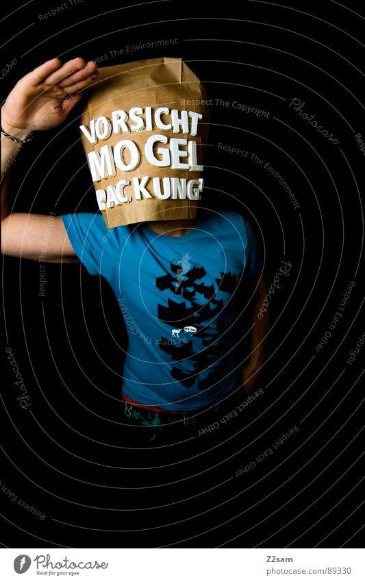 vorsicht Mogelpackung! V Mensch Mann blau schwarz Ferne Lebensmittel braun kaufen stehen Buchstaben Industriefotografie Aussicht Ladengeschäft