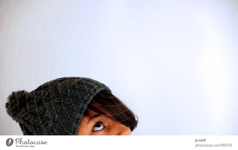 at the bottom of everything. Frau weiß Freude Winter Gesicht ruhig Auge kalt Schnee oben grau Haare & Frisuren Hoffnung süß Dame unten
