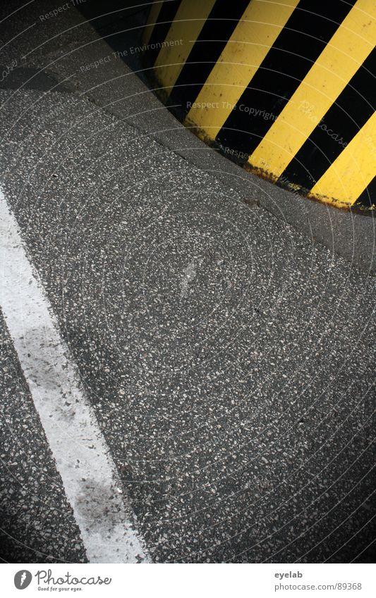 Tigerente vs Weisse Schlange (Folge 2) weiß schwarz gelb Straße grau Linie dreckig Beton Verkehr Industrie gefährlich bedrohlich stoppen Streifen Grenze