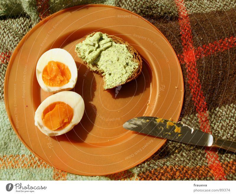 tupperware party 2 Sommer Ernährung retro genießen Brot Statue Teller Ei Mahlzeit kariert Decke Messer Picknick Siebziger Jahre aufgeschnitten Tupperware