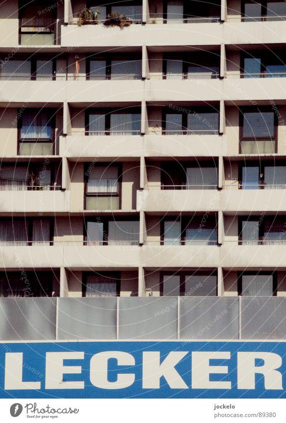 Lecker Beton blau Sommer Fenster grau Beton Hochhaus lecker Balkon Markt Wohnzimmer Langeweile Siebziger Jahre Plattenbau Drogerie Supermarkt