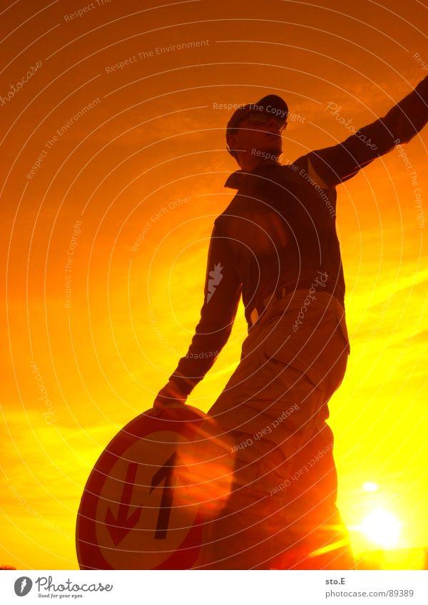 should i stay or should i go Mensch Himmel Jugendliche Hand Baum Sonne Wolken Farbe gelb Landschaft Wiese Denken Deutschland orange Arbeit & Erwerbstätigkeit Arme