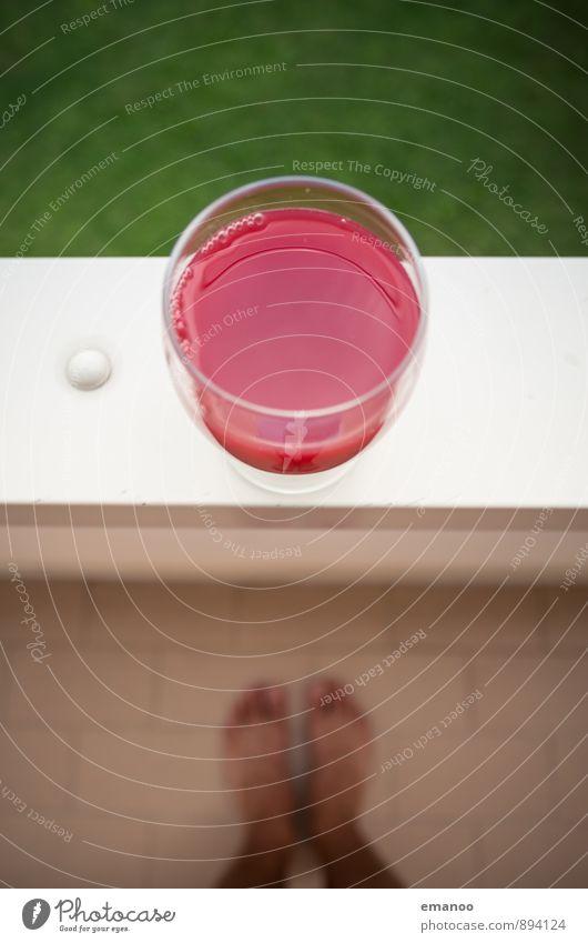 Blut... Mensch grün rot Haus Freude Gesunde Ernährung Gras Stil Gesundheit Garten Fuß Lifestyle Glas genießen Getränk Geländer