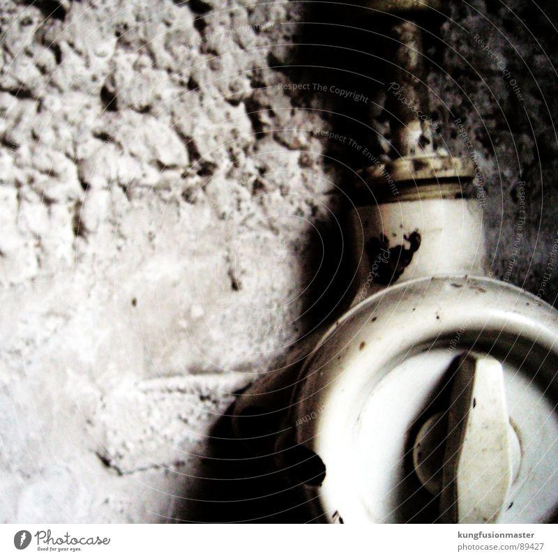 Im Keller brennt noch Licht alt weiß Wand Stein hell Technik & Technologie Putz Schalter Mineralien Elektrisches Gerät Lichtschalter Drehschalter