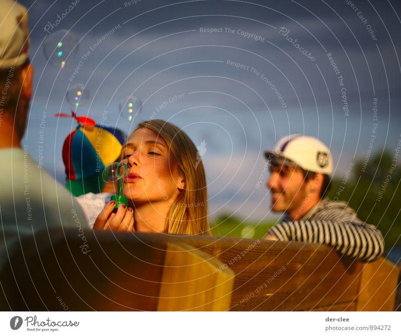 entspannt Mensch Himmel Natur Jugendliche schön Erholung Junge Frau Freude dunkel feminin Glück lachen Freundschaft Freizeit & Hobby Lifestyle Zufriedenheit