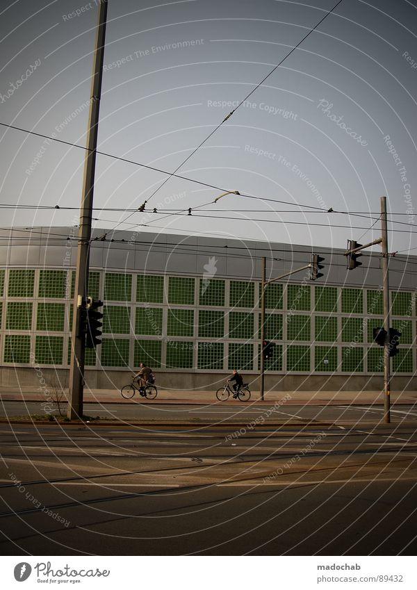 NO TRAFFICJAM Natur Stadt alt grün Haus Straße Wand Leben Architektur Wiese Bewegung Gras Gebäude Mauer Spielen grau