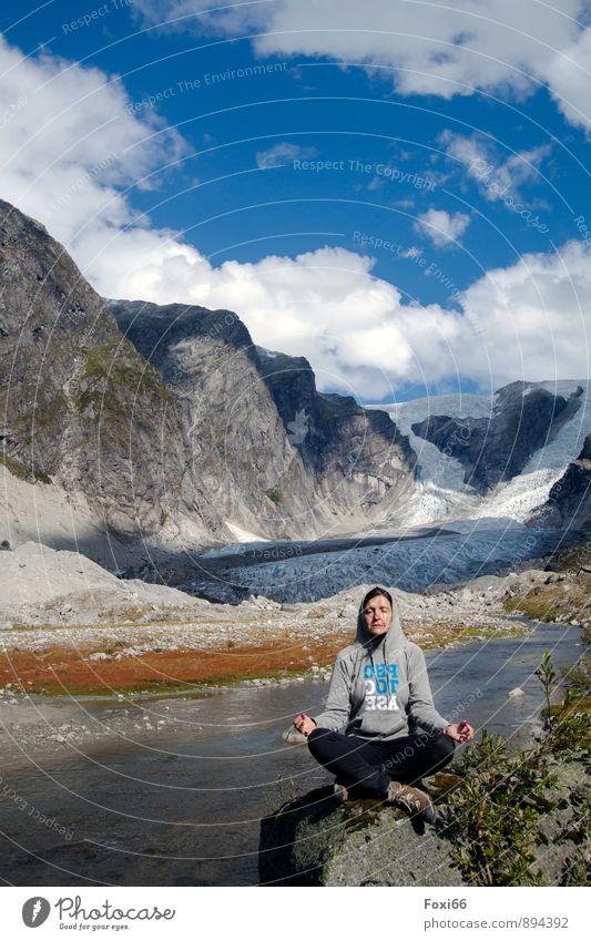 Herzlichen Glückwunsch Photocase Mensch Frau Natur Wasser Sommer Erholung Einsamkeit ruhig Wolken Erwachsene Berge u. Gebirge feminin Schnee Kraft Zufriedenheit