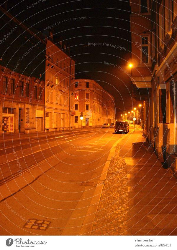 NIGHTFLIGHT LE Einsamkeit Straße dunkel kalt Beleuchtung orange leer schlafen Straßenbeleuchtung Club Leipzig Heimat Wochenende Nachtaufnahme