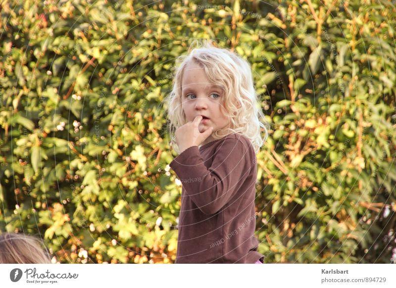 da ist doch was im Busch Mensch Kind Natur Pflanze Sommer Mädchen Umwelt Frühling Herbst Spielen Gesundheit Freiheit Garten Wohnung Häusliches Leben Körper