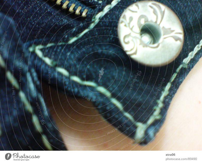jeans 1 blau offen Haut Bekleidung Stoff Jeanshose Hose Knöpfe bereit Reißverschluss