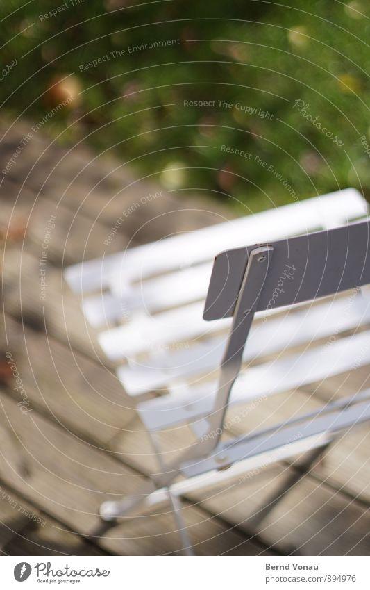 mein rechter, rechter Platz schön grün weiß Erholung Gras grau Garten Wohnung frei einfach Freundlichkeit Metallwaren Rasen Stuhl Terrasse Holzfußboden
