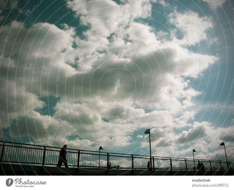 ÜBERQUEREN Himmel Wolken schlechtes Wetter himmlisch Götter Unendlichkeit Mensch Leben Laterne gehen Herbst nass kalt Romantik Zusammensein Überqueren kreuzen