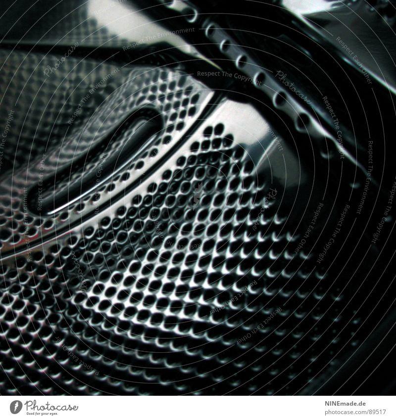 Wäschetrommel weiß schwarz kalt Metall glänzend Industrie Bad Loch drehen silber Aluminium Waschmaschine steril Waschmittel Bullauge