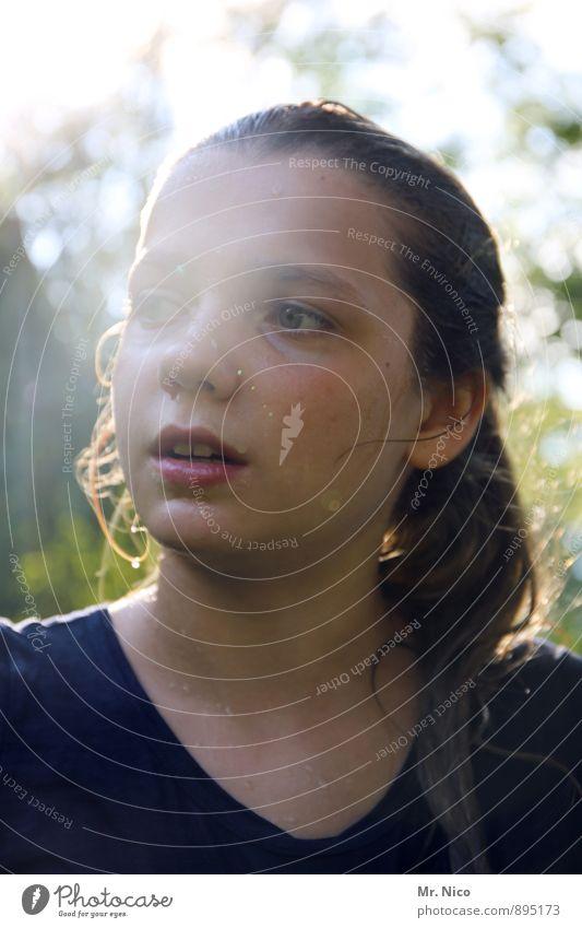 erfrischend Lifestyle Haut feminin Mädchen Kindheit Gesicht Lippen 1 Mensch 8-13 Jahre Umwelt Garten T-Shirt langhaarig Freizeit & Hobby nass feucht