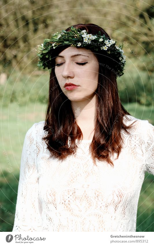 Gretchen Blumenkranz 1 Mensch feminin Junge Frau Jugendliche Erwachsene Kopf Haare & Frisuren Gesicht Mund Lippen 18-30 Jahre Natur Landschaft Frühling Herbst