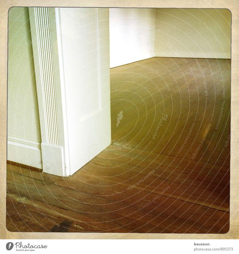 eckendasein. Wohnung Haus Renovieren Bauwerk Mauer Wand Tür Parkett Türrahmen Holz Linie Streifen braun Farbfoto Experiment Menschenleer Textfreiraum links