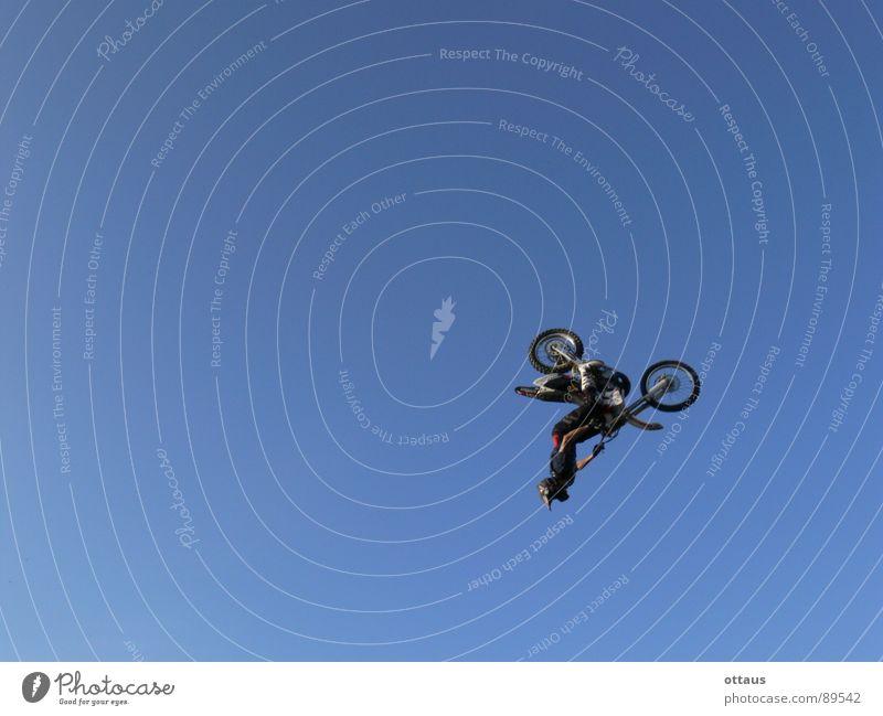 Motocross Loop Himmel Sport Luft Kraft Freizeit & Hobby Geschwindigkeit Luftverkehr gefährlich bedrohlich Niveau Ziel Beruf Leidenschaft Mut Versuch Motorrad