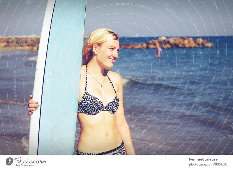 SurferGirl_05 Mensch Frau Ferien & Urlaub & Reisen Jugendliche Meer Junge Frau 18-30 Jahre Ferne Erwachsene Bewegung feminin Sport Glück Freiheit lachen