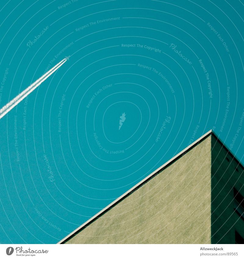 Photocasehimmel Himmel blau Haus Graffiti Architektur Flugzeug Beton Geschwindigkeit Luftverkehr Streifen Putz Plattenbau parallel Potsdam minimalistisch