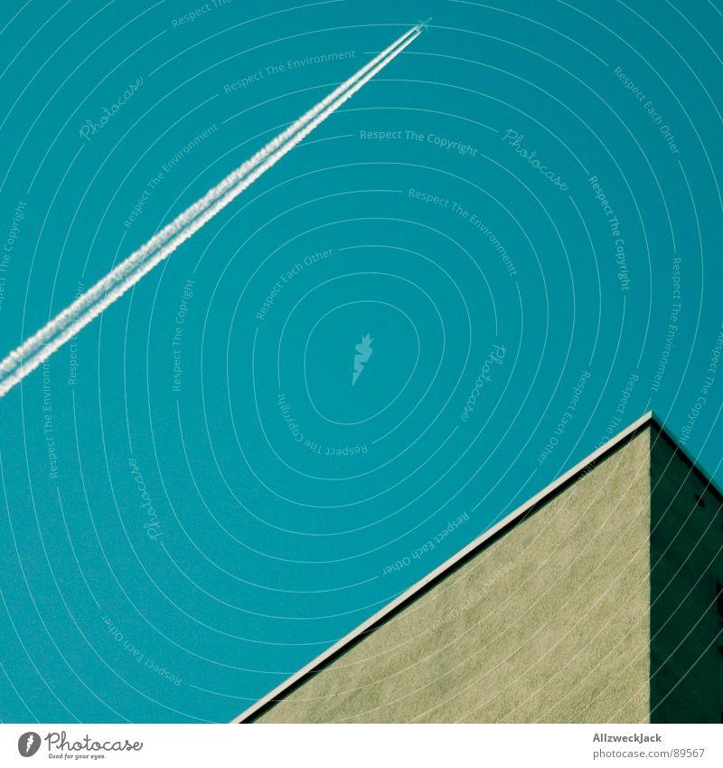 Photocasehimmel nummer zwei Himmel blau Haus Graffiti Architektur Flugzeug Beton Geschwindigkeit Luftverkehr Streifen Putz Plattenbau parallel Potsdam minimalistisch Kondensstreifen